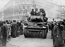 Roger-Viollet | 670426 | World War II. Liberation of Paris. Sherman tank from the 2nd Armored Division commanded by General Leclerc, on August 25, 1944. | © LAPI / Roger-Viollet