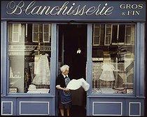 Roger-Viollet | 671102 | Laundry, 17 rue de Lisbonne, Mrs Ambrosoni. Paris (VIIIth arrondissement), 1981. Photograph by Felipe Ferré (born in 1934). Paris, musée Carnavalet. | © Felipe Ferré / Musée Carnavalet / Roger-Viollet