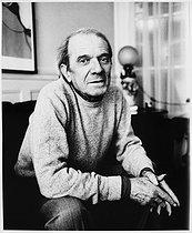 Roger-Viollet | 672902 | Gilles Deleuze (1925-1995), French philosopher, at home. Paris, July 1988. | © Bruno de Monès / Roger-Viollet