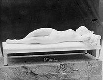 Roger-Viollet | 674040 | Alfred Boucher (1850-1934), sculpteur français.  Le Repos . Paris, musée du Luxembourg. | © Léopold Mercier / Roger-Viollet