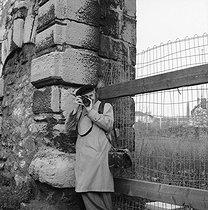 Roger-Viollet | 674122 | Robert Doisneau (1912-1994), French photographer. Paris, January 1980. | © Kathleen Blumenfeld / Roger-Viollet