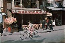 Roger-Viollet | 675640 | World War II. Towards the place Blanche and the place Pigalle, Paris. Photograph by André Zucca (1897-1973). Bibliothèque historique de la Ville de Paris. | © André Zucca / BHVP / Roger-Viollet