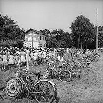 Roger-Viollet | 679290 | Spectators of the Tour de France in 1965. | © Roger-Viollet / Roger-Viollet