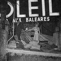 Roger-Viollet | 680541 | Escapade | © Alain Adler / Roger-Viollet