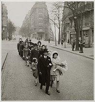 Roger-Viollet | 681201 | World War II. Wedding procession, rue Caulaincourt. Paris (XVIIIth arrondissement), 1943. Photograph by Roger Schall (1904-1995). Paris, musée Carnavalet. | © Roger Schall / Musée Carnavalet / Roger-Viollet