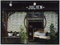 Roger-Viollet | 681354 |  Julien  restaurant, rue du Faubourg Saint-Denis. Paris (Xth arrondissement), 1981. Photograph by Felipe Ferré. Paris, musée Carnavalet. | © Felipe Ferré / Musée Carnavalet / Roger-Viollet