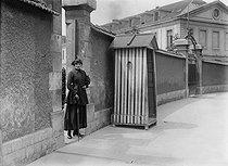 Roger-Viollet | 681403 | War - Barracks manageress | © Maurice-Louis Branger / Roger-Viollet