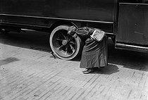 Roger-Viollet | 681974 | War - Women at work | © Maurice-Louis Branger / Roger-Viollet