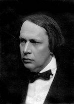 Roger-Viollet | 683974 | Aleksey Nikolayevich Tolstoy (1883-1945), Russian writer. Paris, around 1920. | © Pierre Choumoff / Roger-Viollet