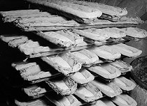 Roger-Viollet | 685293 | Bread in baskets at the Maison Cailly. Paris, 1931-1934. Photograph by François Kollar (1904-1979). Paris, Bibliothèque Forney. | © François Kollar / Bibliothèque Forney / Roger-Viollet