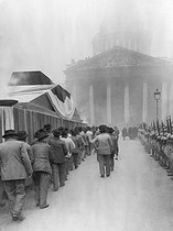 Roger-Viollet | 685466 | Procession for the transfer to the Pantheon of the ashes of Jean Jaurès (1859-1914), French politician. Paris, 1924. | © Roger-Viollet / Roger-Viollet