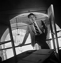 Roger-Viollet   685798   Jean Cocteau (1889-1963), French writer and director, in his apartment of the Palais-Royal. Paris, September 1947.   © Pierre Jahan / Roger-Viollet
