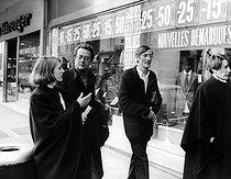 Roger-Viollet | 686212 | Robert Boulin case. The Boulin family: Colette Boulin (wife), Bertrand Boulin (son), Fabienne Boulin-Burgeat (daughter) and Maitre Vergès. Versailles (France), on January 17, 1984. | © Jean-Régis Roustan / Roger-Viollet