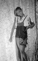 Roger-Viollet   686321   Joséphine Baker (1906-1975), American variety artist. Celebration of Sainte-Catherine at Poiret's house. Paris, on November 25, 1925.   © Boris Lipnitzki / Roger-Viollet