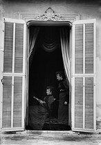 Roger-Viollet | 688609 | Photographic effect. Bilocation by Henri Roger. Photo-powder, 1893. | © Henri Roger / Roger-Viollet