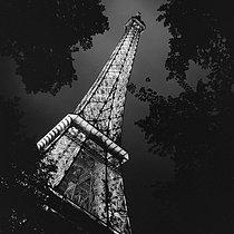 Roger-Viollet | 689853 | The Eiffel Tower. Paris (VIIth arrondissement), circa 1945. | © Gaston Paris / Roger-Viollet