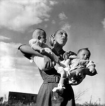 Roger-Viollet   690597   Joséphine Baker and two of her adopted children.   © Roger-Viollet / Roger-Viollet