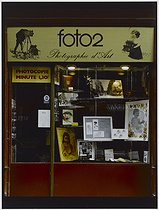 Roger-Viollet | 691936 |  Photographe d'Art , art photographer, 76 rue Jean-Pierre Timbaud. Paris (XIth arrondissement), 1981. Photograph by Felipe Ferré (born in 1934). Paris, musée Carnavalet. | © Felipe Ferré / Musée Carnavalet / Roger-Viollet