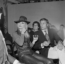 Roger-Viollet | 692044 | Brigitte Bardot, French actress, attending a fashion show with her husband, Gunther Sachs. | © Jacques Cuinières / Roger-Viollet
