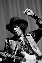 Roger-Viollet   694200   Jimi Hendrix (1942-1970), American guitarist and singer. France, 1968. Photograph by Georges Kelaïditès (1932-2015).   © Georges Kelaïditès / Roger-Viollet