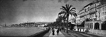 Roger-Viollet | 695205 | The Promenade de la Croisette. Cannes (France), circa 1900. | © Léon & Lévy / Roger-Viollet
