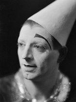 Roger-Viollet | 697059 | Le clown Alex du Cirque Médrano. Paris, 1950. | © Laure Albin Guillot / Roger-Viollet