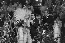 Roger-Viollet | 698394 | Line Renaud, Thierry Le Luron and Jacques Chazot after a performance of the  Paris Line  variety show. Paris, Casino de Paris, around 1980. | © Jacques Cuinières / Roger-Viollet