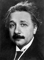 Roger-Viollet | 698420 | Albert Einstein (1879-1955), physicien allemand naturalisé suisse puis américain. | © Pierre Choumoff / Roger-Viollet