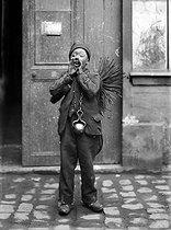 Roger-Viollet | 700639 | Chimney sweep from Savoy. France, 1907. | © Jacques Boyer / Roger-Viollet