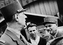 Roger-Viollet | 700707 | General De Gaulle (1890-1970) and Mashal Juin (1888-1967). Paris, Montparnasse train station, August 26, 1944. | © LAPI / Roger-Viollet