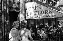 Roger-Viollet | 703664 | PARIS - CAFE DE FLORE | © Bernard Lipnitzki / Roger-Viollet