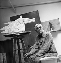 Roger-Viollet   705377   Georges Braque (1882-1963), French painter, in his small sculpture studio Paris, July 1943.   © Pierre Jahan / Roger-Viollet