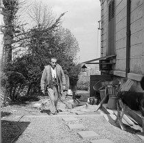 Roger-Viollet | 705733 | Louis-Ferdinand Céline (1894-1961), French writer. Meudon, about 1955. | © Bernard Lipnitzki / Roger-Viollet