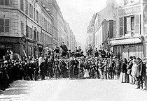 Roger-Viollet | 706547 | Paris commune, 1871. Barricade in the rue Saint-Sébastien, Paris (XIth arrondissement). | © Roger-Viollet / Roger-Viollet