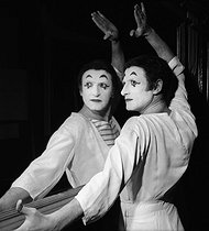 Roger-Viollet | 706629 | Marcel Marceau (1923-2007), French mime artist. Paris, Winter Circus, on February 6, 1962. | © Studio Lipnitzki / Roger-Viollet