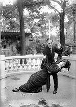 Roger-Viollet | 707144 | Demonstration of Brazilian tango. Paris, 1912. | © Albert Harlingue / Roger-Viollet