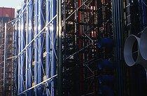 Roger-Viollet | 707163 | The centre Georges Pompidou, Beaubourg,  freshly repainted . Paris (IVth arrondissement), 1997. | © Jean-Pierre Couderc / Roger-Viollet