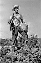 Roger-Viollet | 707460 | Young revolutionary. Cuba, around 1960. | © Gilberto Ante / Roger-Viollet
