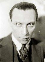Roger-Viollet   707631   Louis Jouvet (1887-1951), French actor and director.   © Henri Martinie / Roger-Viollet