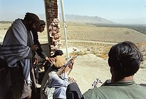Roger-Viollet   708255   Second war in Afghanistan between the USA and the Northern Alliance against the Taliban following the September 11, 2001 attacks. Mujahideen on the Northern Alliance front line in Kapisa, north of Kabul. Afghanistan, September-October 2001.   © Jean-Paul Guilloteau / Roger-Viollet