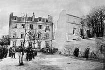 Roger-Viollet | 708442 | Paris Commune, 1871. Execution of the generals Clément Thomas et Claude Martin Lecomte, in Montmartre, rue des Rosiers, on March 18. Photograph, French National Library. | © Roger-Viollet / Roger-Viollet