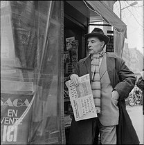 Roger-Viollet | 711305 | François Mitterrand (1916-1996), French politician, buying a copy of the adily newspaper  France-Soir . Paris, on March 2nd, 1978. Photograph by Kathleen Blumenfeld (1920-2011). | © Kathleen Blumenfeld / Roger-Viollet