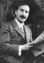 Roger-Viollet | 712032 | Stefan Zweig (1881-1942), Austrian writer. | © Albert Harlingue / Roger-Viollet