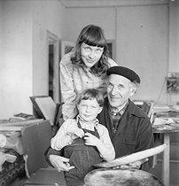 Roger-Viollet | 718974 | Marc Chagall, Virginia and David | © Boris Lipnitzki / Roger-Viollet