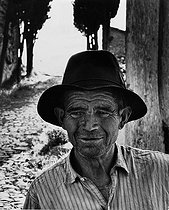 Roger-Viollet | 719294 | Farmer from the Vaucluse region (France), 1957. Photograph by Janine Niepce (1921-2007). | © Janine Niepce / Roger-Viollet