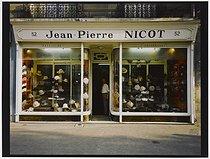 Roger-Viollet | 722518 |  Jean-Pierre Nicot , hat shop, 52 avenue Jean-Jaurès. Paris (XIXth arrondissement), 1981. Photograph by Felipe Ferré. Paris, musée Carnavalet. | © Felipe Ferré / Musée Carnavalet / Roger-Viollet