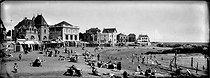 Roger-Viollet | 723765 | Le Croisic (Loire Atlantique). The beach, about 1925. | © Léon & Lévy / Roger-Viollet