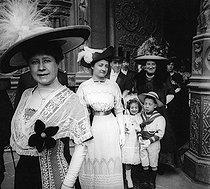 Roger-Viollet | 726844 | Wedding. Paris, Notre Dame de Paris Cathedral, circa 1910. | © Roger-Viollet / Roger-Viollet