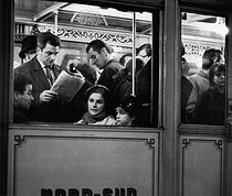 Roger-Viollet   727667   Commuters in a car of the North-South subway line. Paris, 1967. Photograph by Janine Niepce (1921-2007).   © Janine Niepce / Roger-Viollet