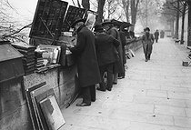 Roger-Viollet | 728375 | Paris - Secondhand booksellers | © Maurice-Louis Branger / Roger-Viollet